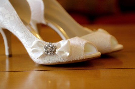 Shoes with diamond